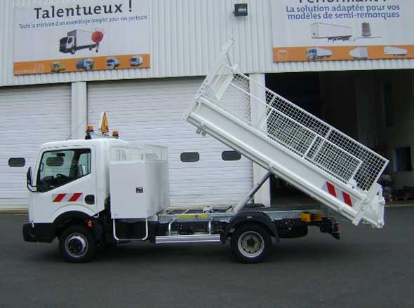 Benne et coffre sur Renault Maxity