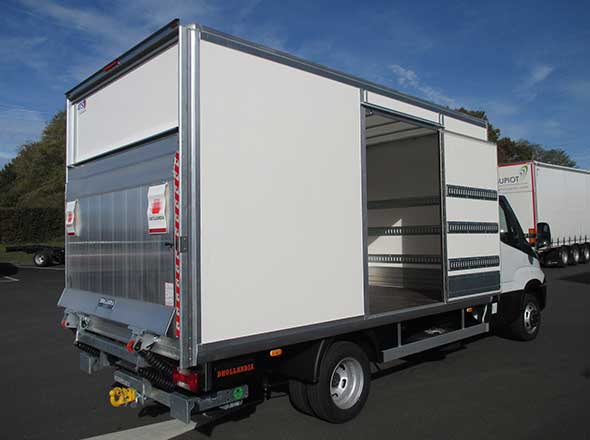 fourgon mixte sur IVECO Daily